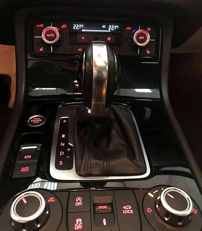 VOLKSWAGEN Touareg V6, carsmultimarca.com, vista de controles
