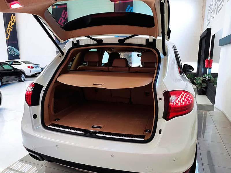 Porsche Cayenne V6, carsmultimarca, vista posterior abierto.