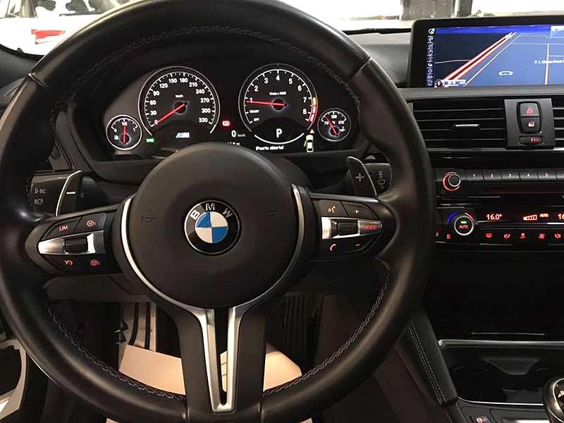 BMW M4 DKG, carsmultimarca, vista interior del volante.