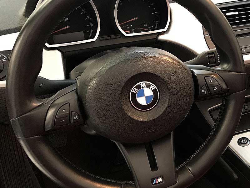 BMW Z4 M Roadster, carsmultimarca.com, vista del volante.