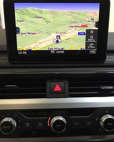 AUDI A4 S Line, blanco, vista detalle navegador
