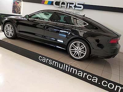 vista lateral de Audi color negro